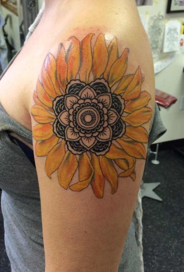 Beautiful Floral Tattoos Designs that'll blow your Mind0111