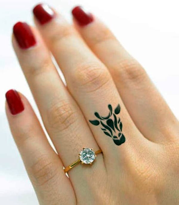 Cute Finger Tattoos Designs (110)