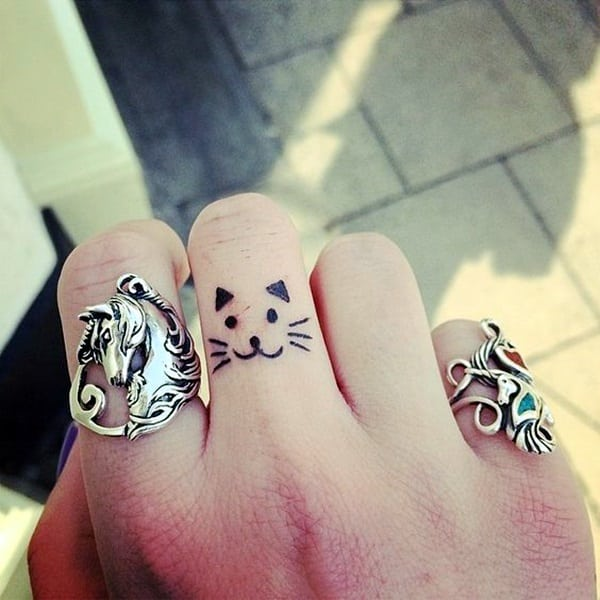 Cute Finger Tattoos Designs (54)