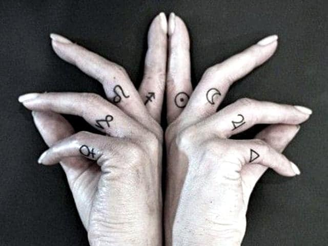 145 Cute And Discreet Finger Tattoos Designs