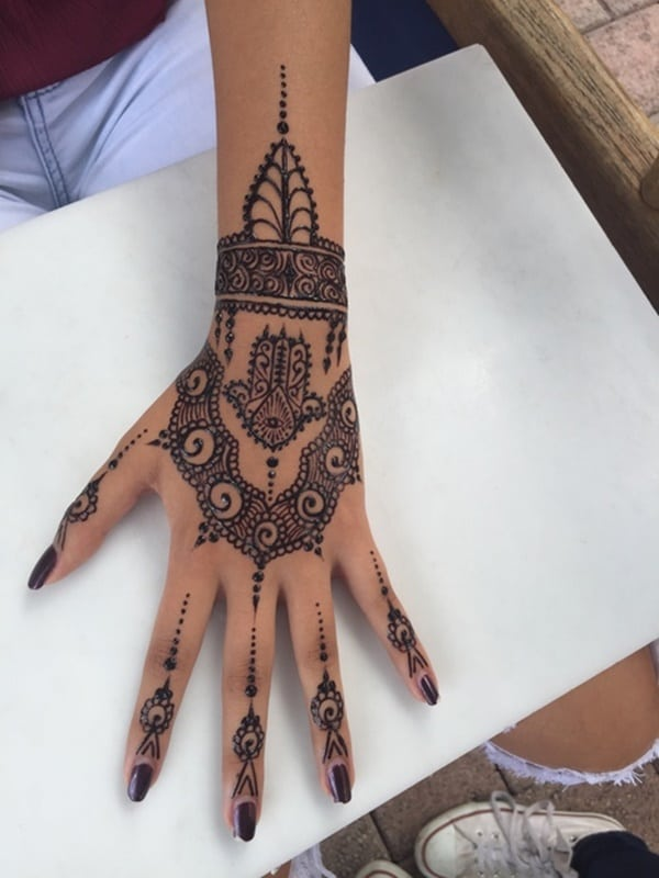 def27a5058586 henna-tattoo-72. The decorations are great, but let's be real: we all  noticed the eye first. This design is mysterious and just plain magical.