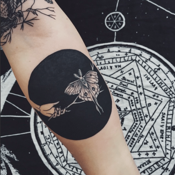 79fa5e40dbeef Use your circle as the backdrop to create this beautiful design with a  moth. 3. Blue Sky. An unusual tattoo design ...