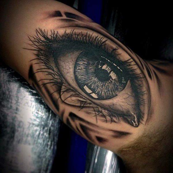 225a7d3d828c5 This eye tattoo is so detailed that you can see each eyelash. The eyes are  absolutely gorgeous.