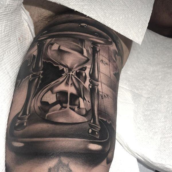 125 Timeless Hourglass Tattoos and their Meanings